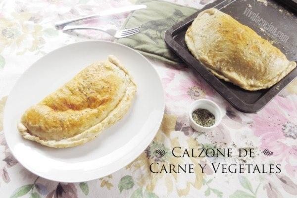 Calzone de carne molida con vegetales y queso