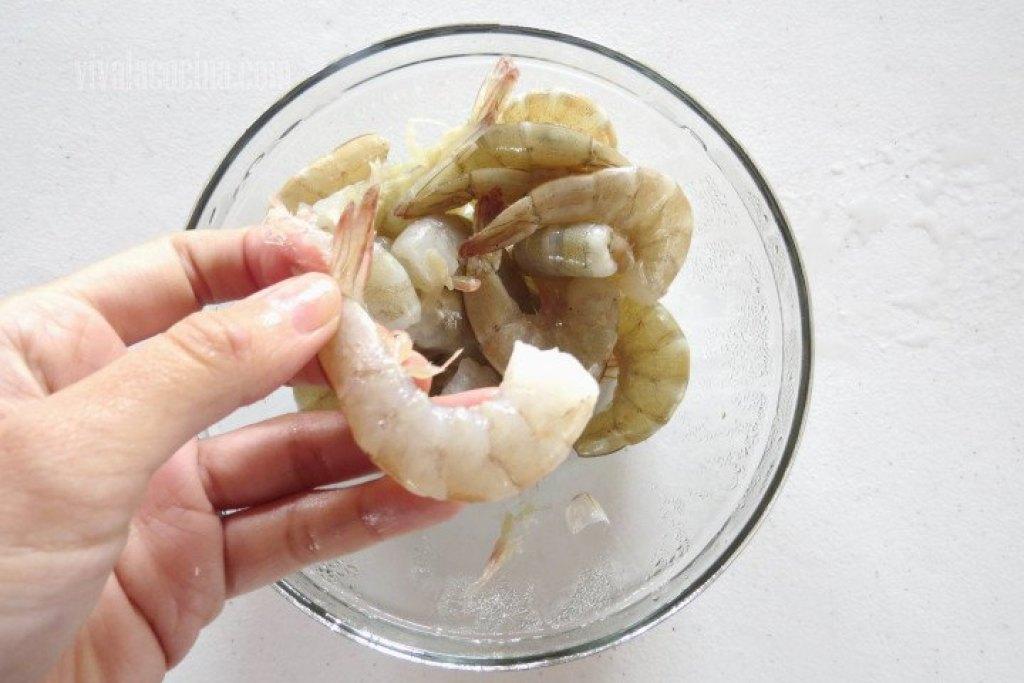 Primer paso de la receta: Limpiar los Camarones