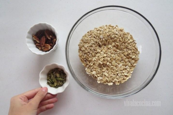 Mezclar todos los ingredientes del muesli