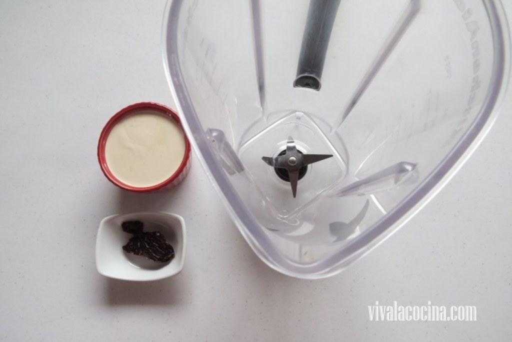 Licuar la Salsa: elaborar la salsa con la media crema y el chipotle