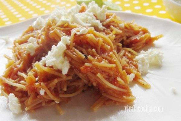 Plato de pasta de sopa de fideo seco