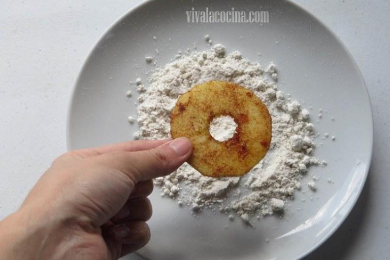 Cubrir la Manzana con la harina
