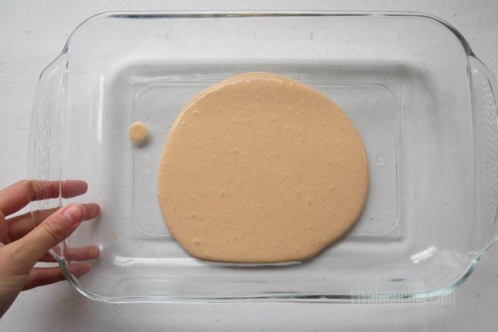 Cómo colocar la Salsa para el pastel de atún