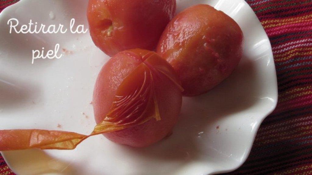 Cómo retirar la piel de los tomates
