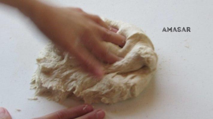 Cómo amasar el pan para hacer panecillos rellenos