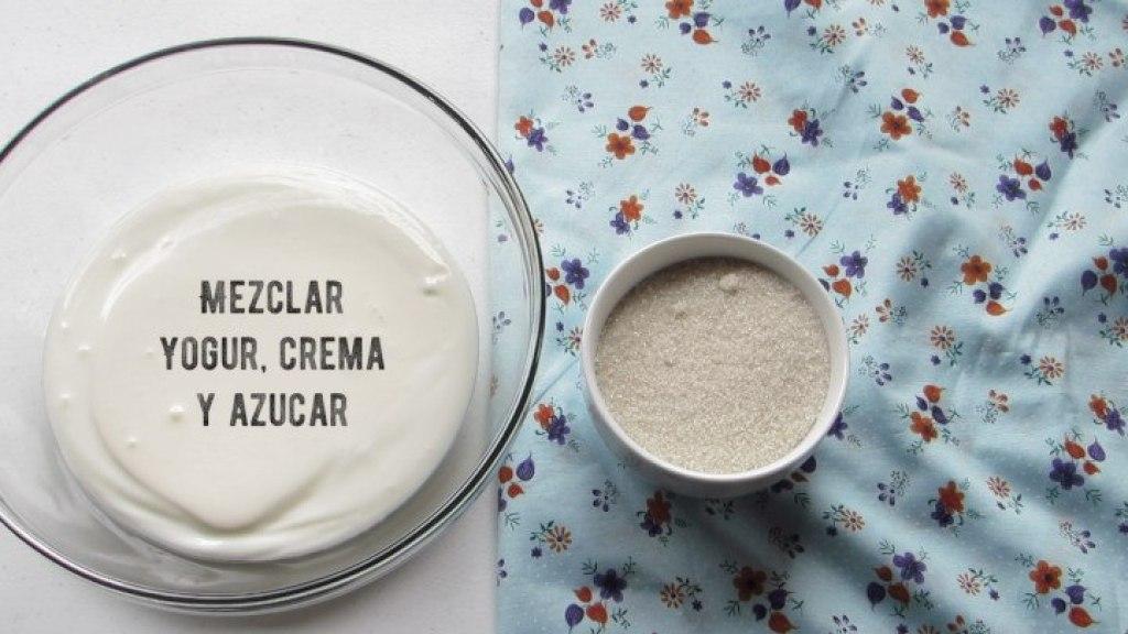 Mezclar crema y azúcar para el helado napolitano