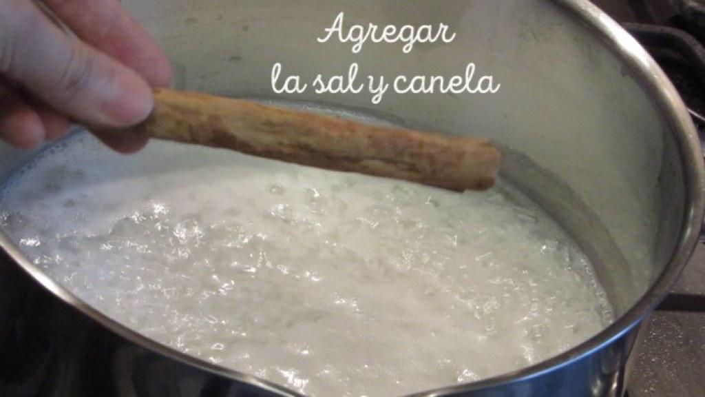 Cómo agregar la sal y la canela