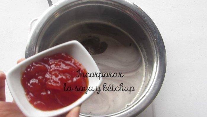 ketchup y salsa de soja para la salsa agridulce