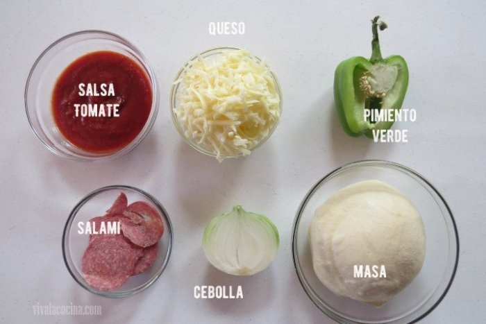 ingredientes para preparar pizza de salami