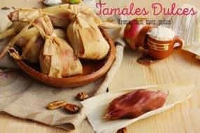 Tamales de Fresa. Receta de Tamales dulces de fresa con pasas, nueces y coco