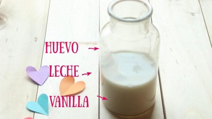 huevo, leche y vainilla para preparar donas horneadas
