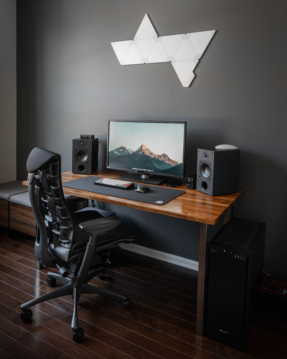 Minimal Desk Setup 2020