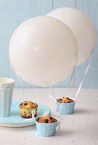 Balões com muffins.