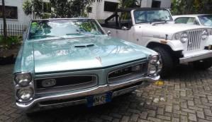 desfile de autos clásicos y antiguos 2019