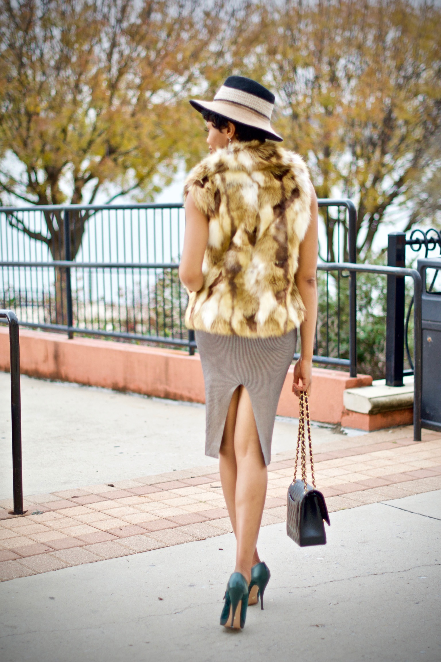 5 simple tips for styling faux fur vests Posted by Vivellefashion