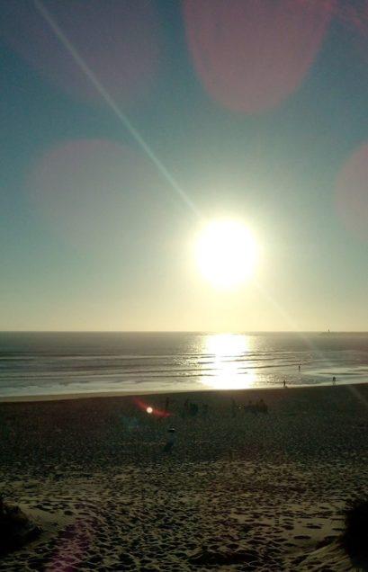 Paisagem de praia com Pôr do Sol