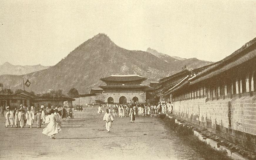 Seul. Gwanghwamun ao fundo em 1892.