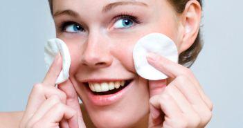 Pulizia del viso tutorial - Scopri come fare la pulizia del viso fai da te in casa con prodotti naturali senza andare dall'estetista.