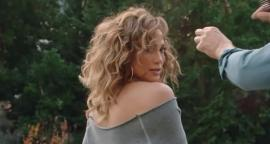 Jennifer Lopez dazzles with leggings in grey to session