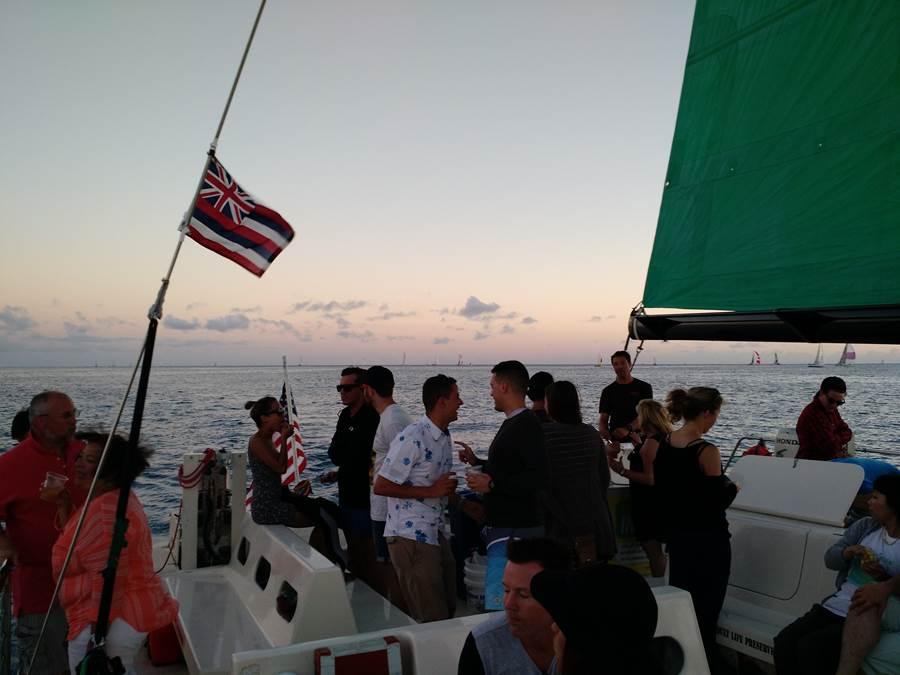 Galera Catamarã pôr do sol navegação