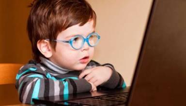 child-using-computer