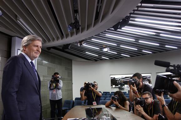 Médez de Vigo en la rueda de prensa en la que dio cuenta, entre otros temas, del recuros de la ley aragonesa.