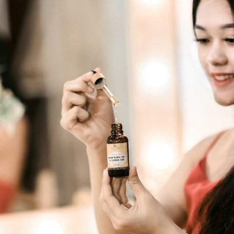 Alarga-y-cuida-tu-cabello-de-la-orzuela-usando-estos-aceites 26/05/20
