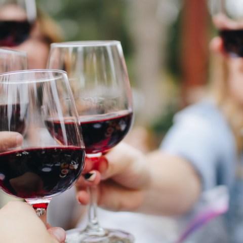 Cámbiale-a-tus-postres-de-siempre-y-prueba-estas-recetas-de-gelatinas-con-vino-tinto 15/05/20