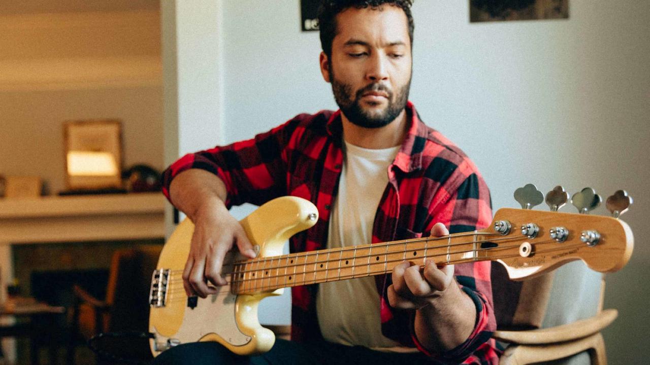 Fender-te-regala-3-meses-de-clases-en-línea-para-que-aprendas-a-tocar-la-guitarra 05/05/20