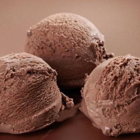 Prepara-helado-de-chocolate-casero-con-solo-tres-ingredientes 06/05/20