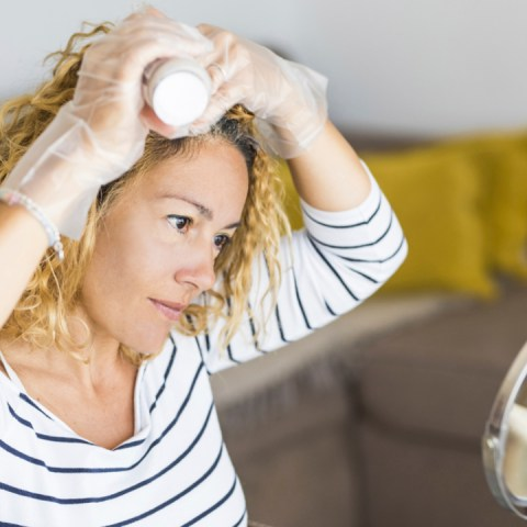 Aprende-a-hacer-tinte-color-rubio-para-el-cabello-Es-casero-y-libre-de-químicos 11/06/20