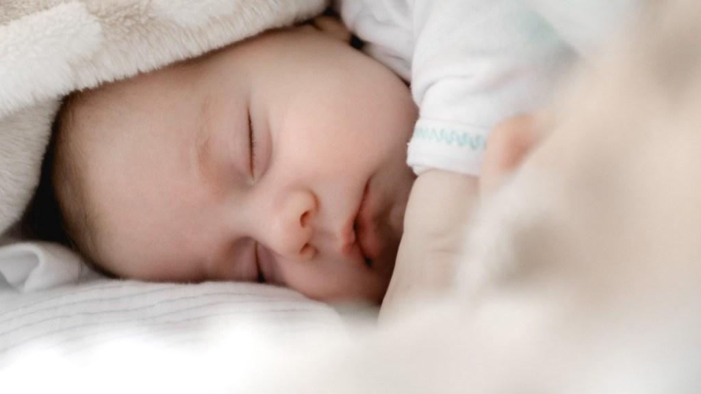 Qué-es-el-ruido-blanco-y-por-qué-ayuda-a-los-bebés-a-dormir-mejor-por-la-noche 28/07/20