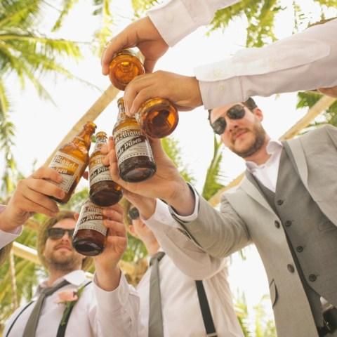 hombres-alcohol-atraidos-amigos-cerveza-10-de-abril-2020