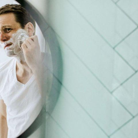 por que los hombres se deben exfoliar su cara y como hacerlo
