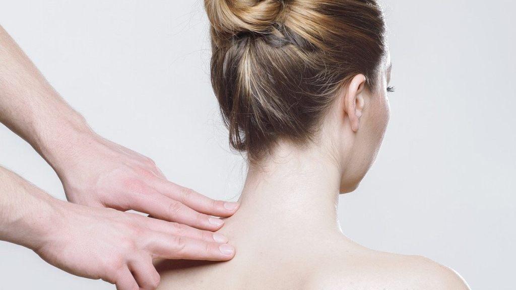 como eliminar la joroba y rollitos de la espalda truco infalible