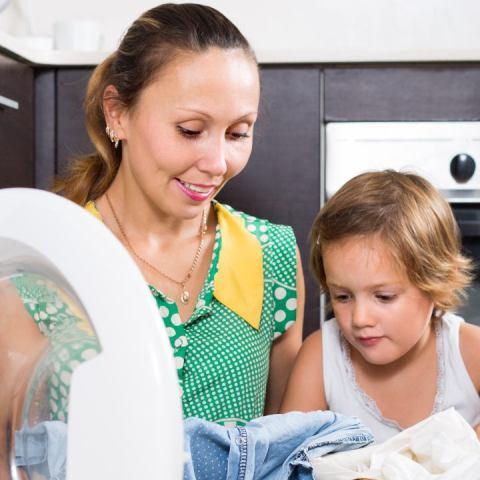 lavar la ropa y más actividades para niños en el hogar