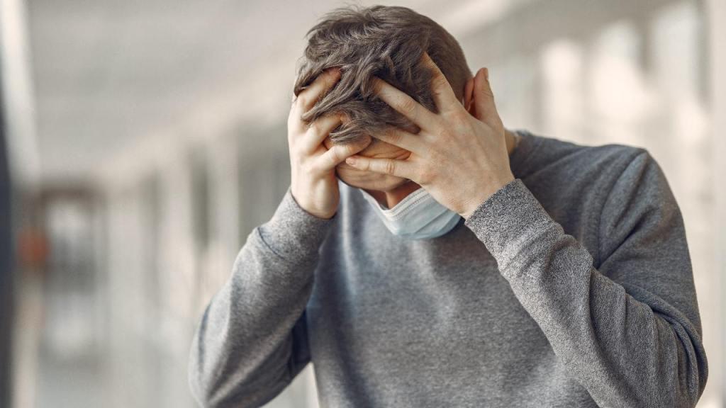 dolor de cabeza COVID-19