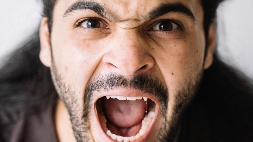 Los hombres siguen actitudes machistas que también pueden ser considerados como violencia para las mujeres técnicas masculinas