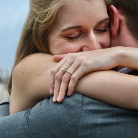 anillo de promesa en el noviazgo qué significa