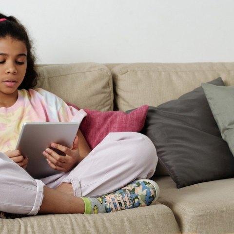 Los niños cada vez tienen menos IQ que los padres por uso de celulares