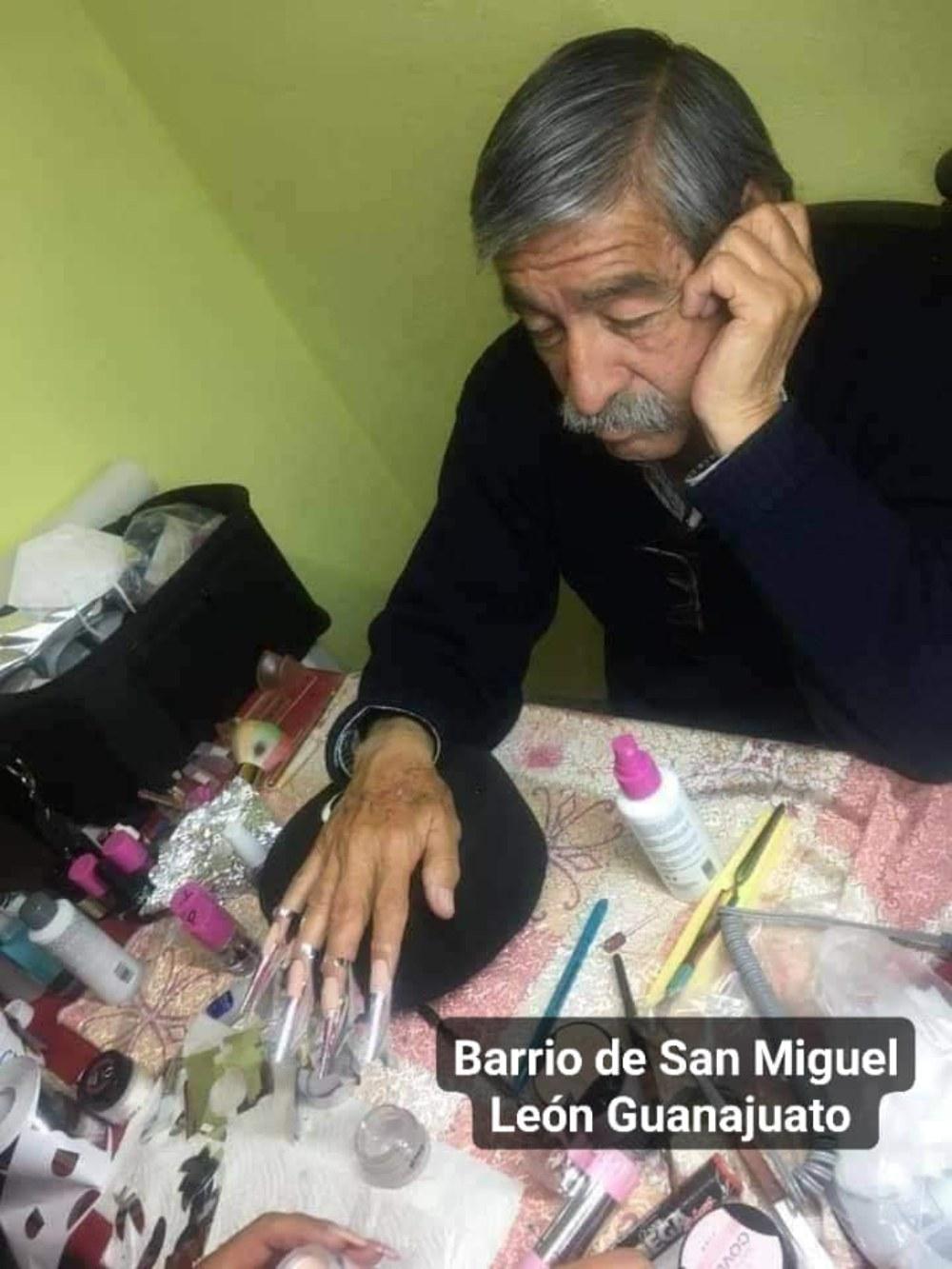papá se presta a ser modelo de uñas por amor a su hija
