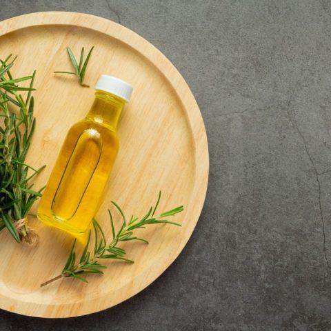 para que sirve el aceite de romero para el cabello