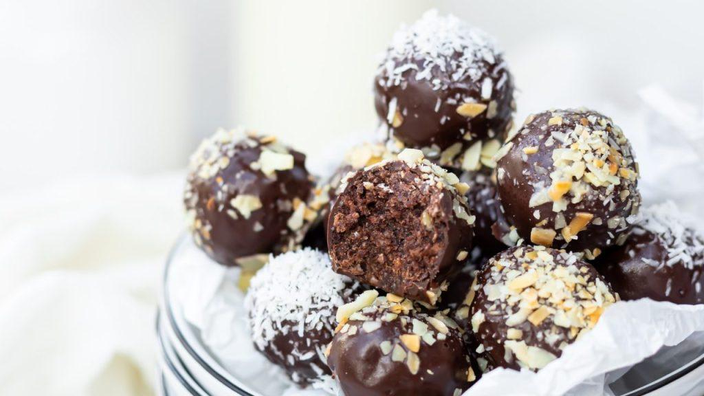 como hacer trufas de chocolate amargo con coco receta