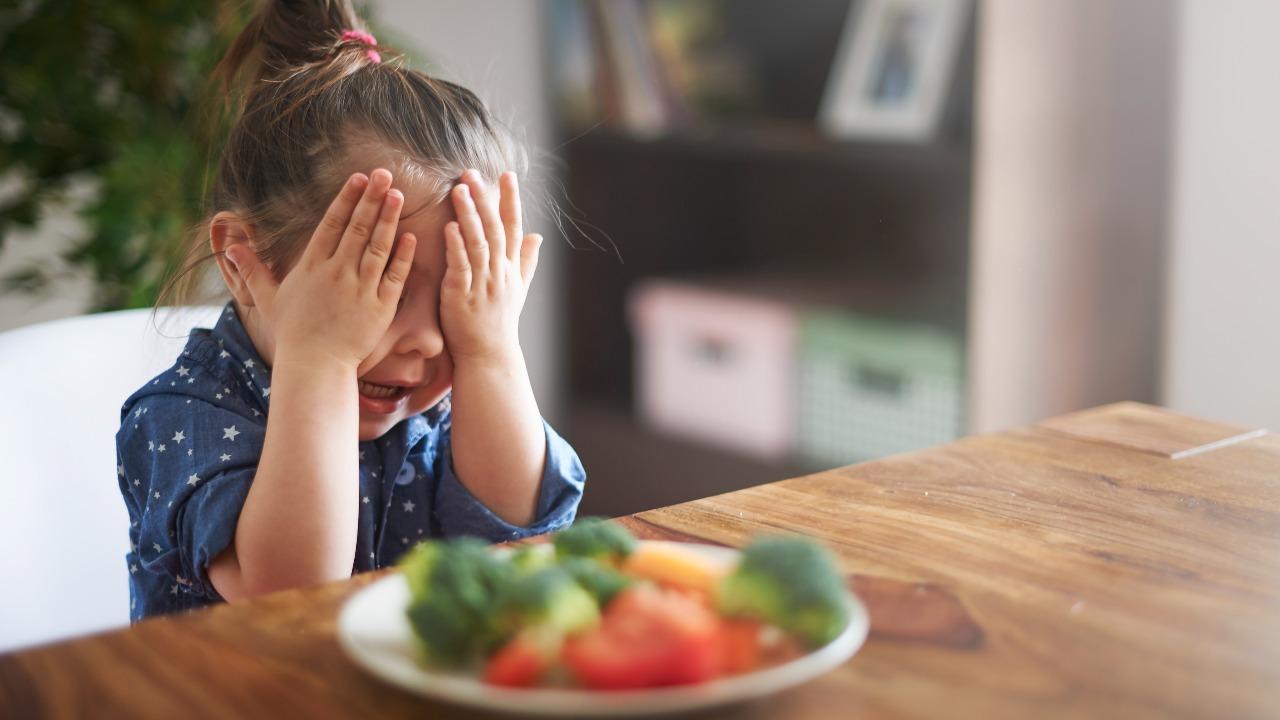 Obligar a tu hijo a terminarse todo lo que hay en su plato síndrome plato vacio