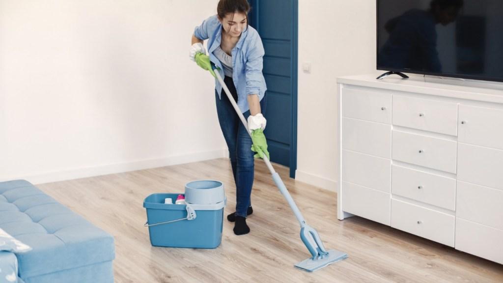 Trapear con suavizante cuando no hay jabón Daña el piso