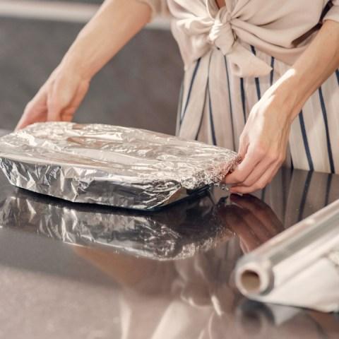 refrigerar comida con papel aluminio