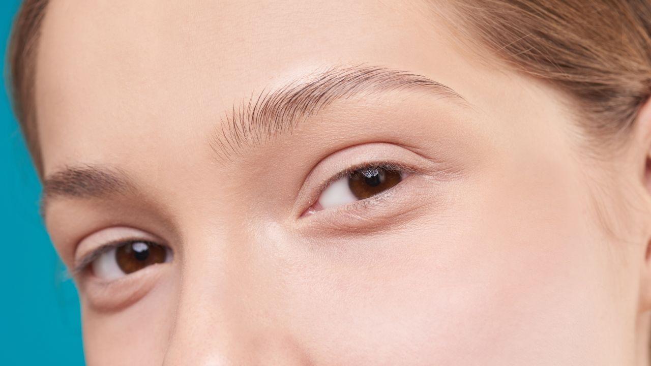 Hábitos saludables para hacer crecer tus cejas