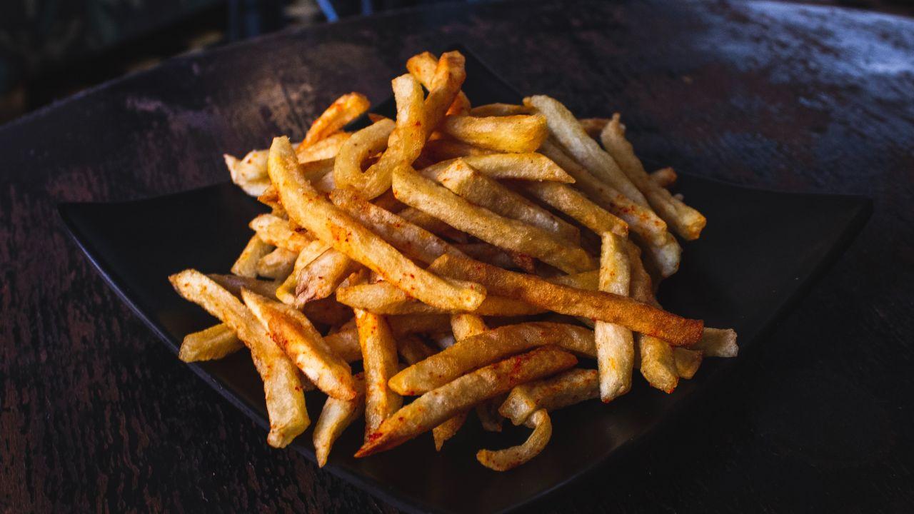 El truco para que tus papas fritas queden bien crujientes