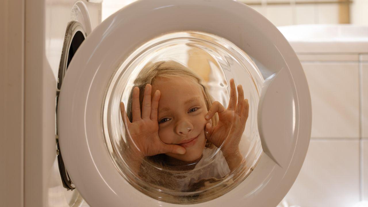 Los niños que ayudan en casa son adultos más felices