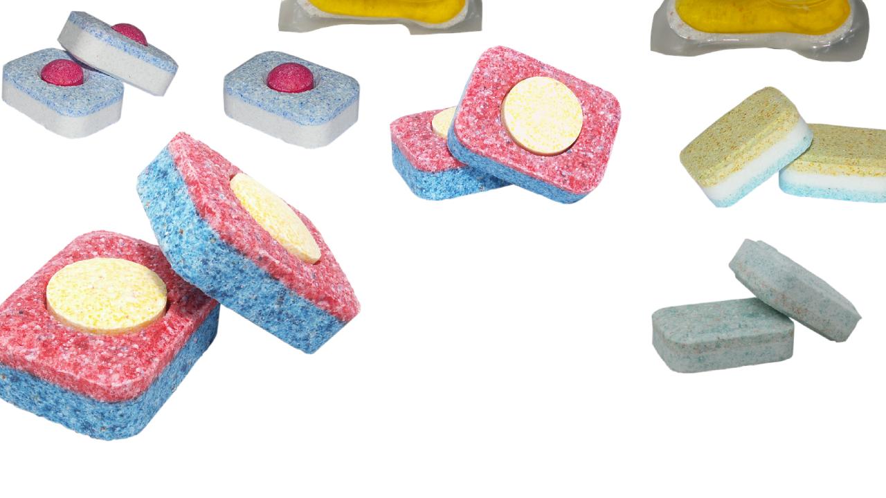 Elimina el jabón y el sarro con una pastilla lavavajillas